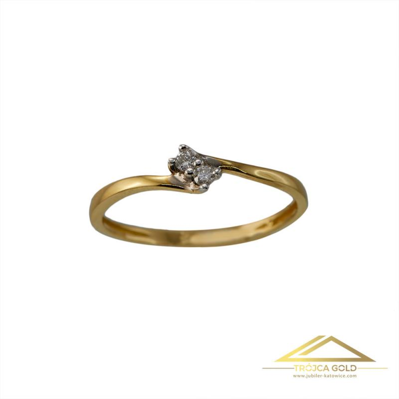 Złoty pierścionek z 2 brylantami o łącznej masie 0,02 ct oraz wadze 1,11g