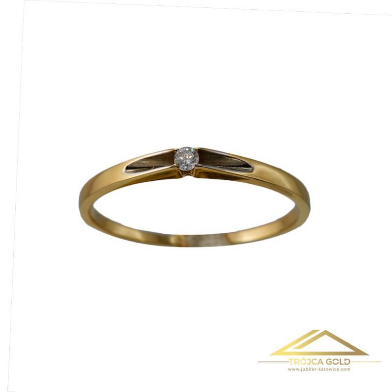 Złoty pierścionek z brylantem o masie 0,04 ct oraz wadze 1,20g